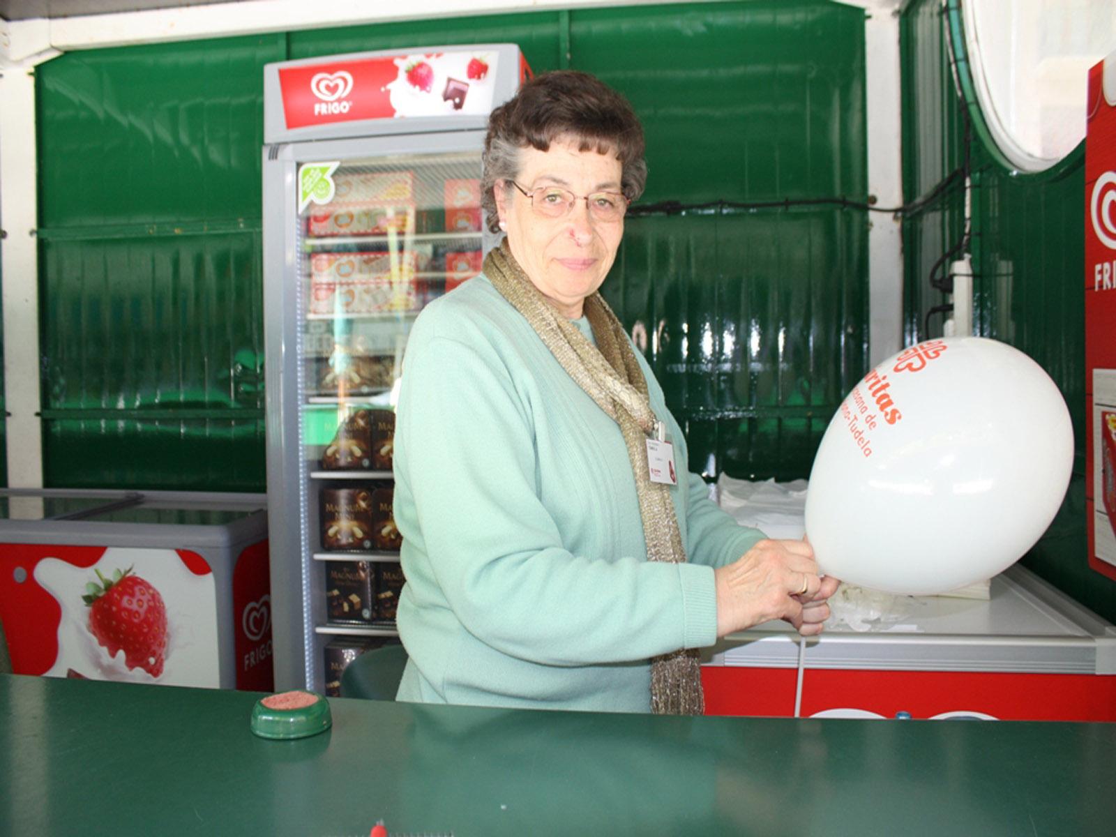 Clemen Senosiáin, voluntaria en Tómbola desde hace 60 años