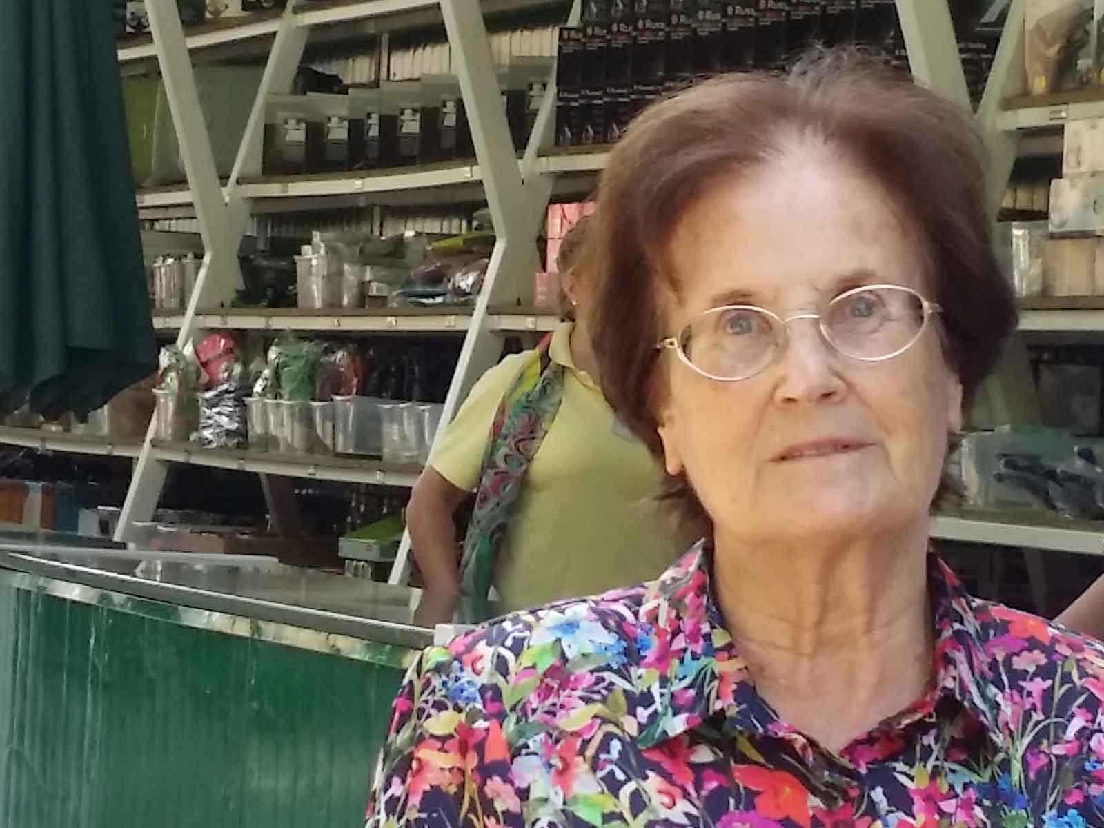 La escritora Lucia Baquedano en la Tómbola de Cáritas