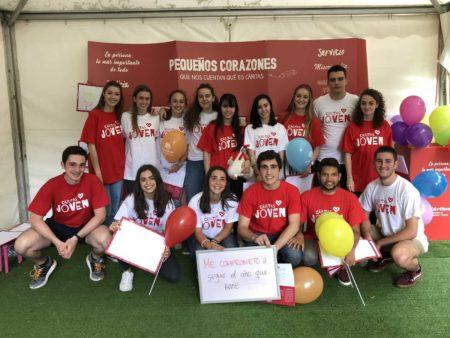"""Jóvenes Voluntarios en el Espacio """"Pequeños Corazones"""" de la Tómbola"""
